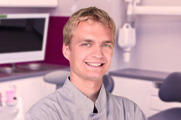 Lekarz stomatolog Leszek Bury