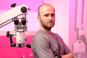 Lekarz stomatolog Kamil Wojciechowski